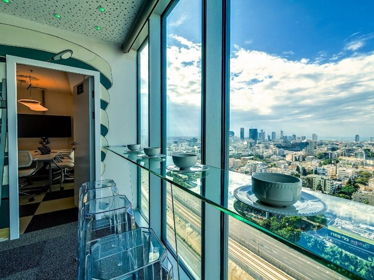 google tel aviv office features. In Common With The Other Google Headquarters, There Is A Blend Of Circulation Spaces, Rooms And Individual Workstations, \u201cextra\u201d Features Tel Aviv Office