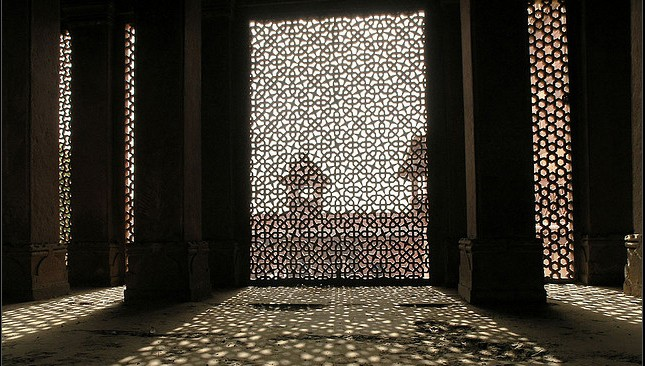 light a natural ornamental element in islamic architecture