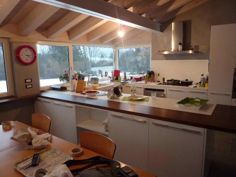 Viveredentro cucine su misura per abbattere i limiti - Cucine su misura prezzo al metro ...