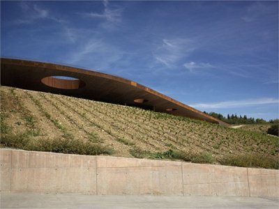 Cantina Antinori: archaic nature and contemporary productivity