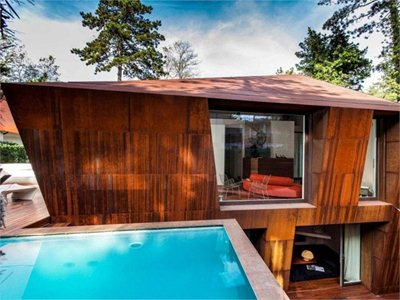 The 'material paradox' Lanfranco Pollini's corten house