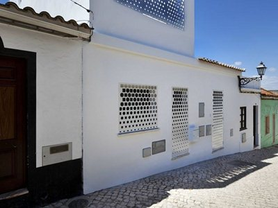 Casa Xonar: Islamic echoes for the Andalusian house in Silves