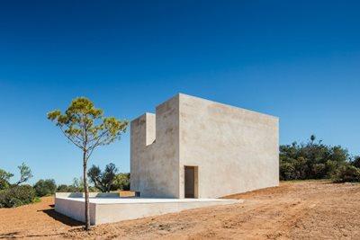 Álvaro Siza completes the Hillside Chapel