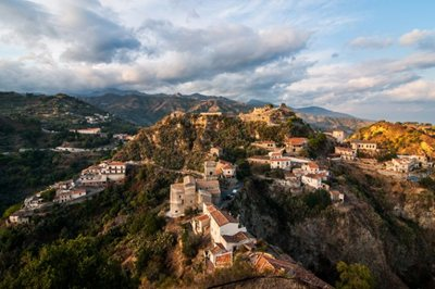 "Airbnb to promote small-town in Italy with ""Italian Villages"" project"