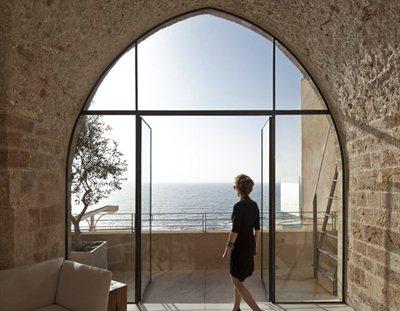 Pitsou Kedem's skilful renovation of the Jaffa Apartment in Israel