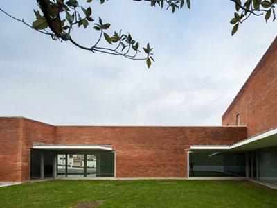 Alvaro Siza Vieira designs the new 'Fire station and barracks'